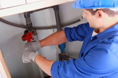 Verstopte afvoer in badkamer zorgt voor overlast loodgieter breda